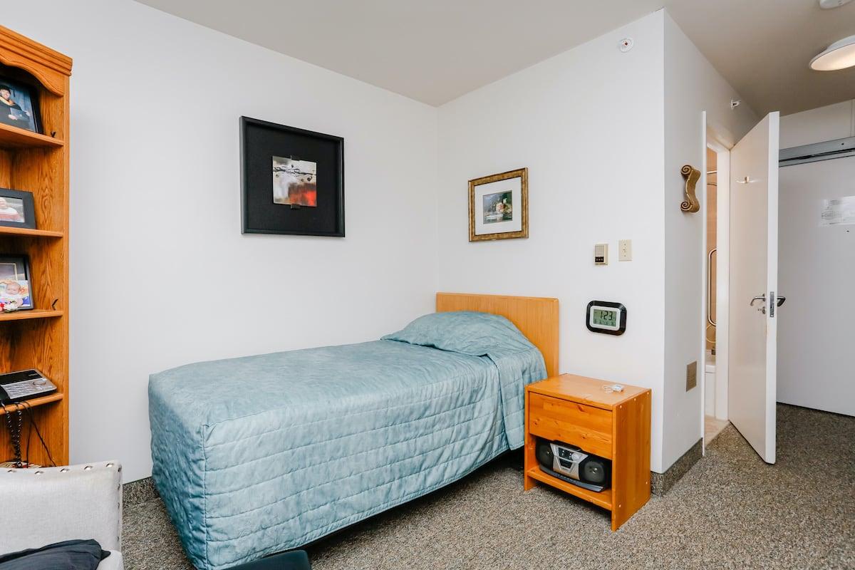 Single lodge room