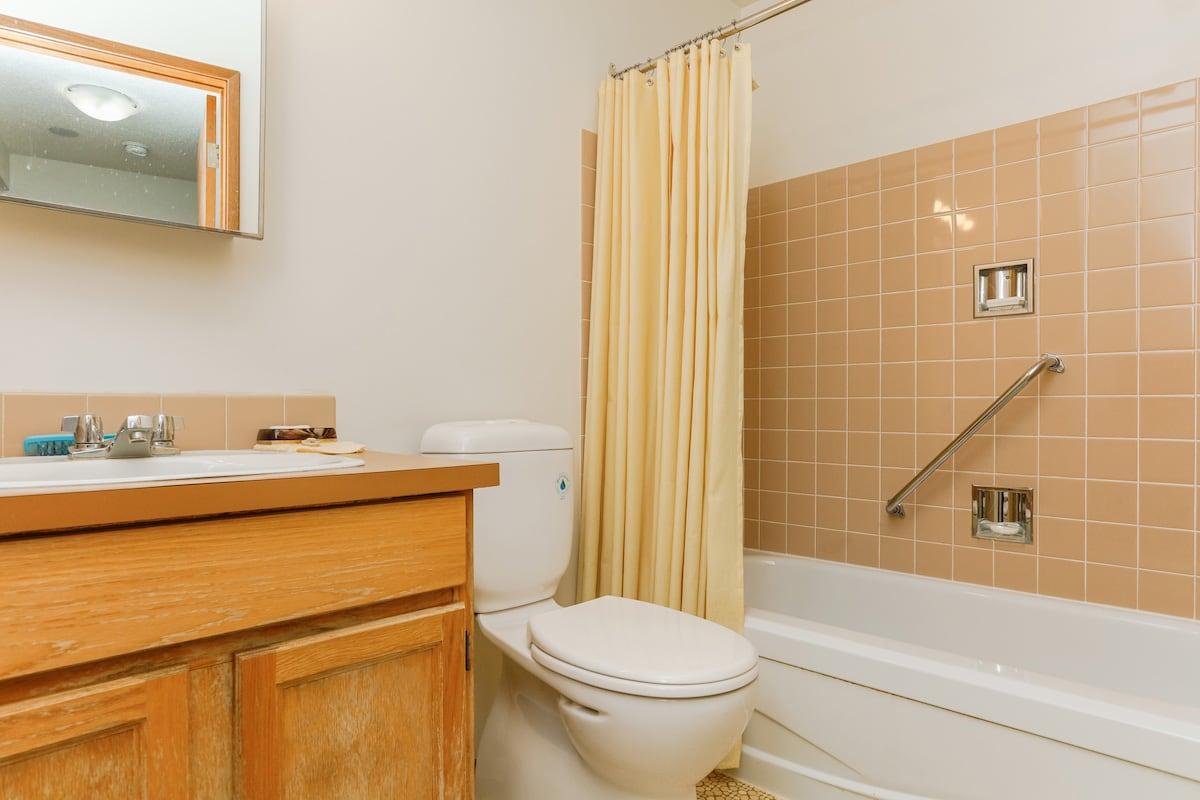 One bedroom suite (example 1) bathroom