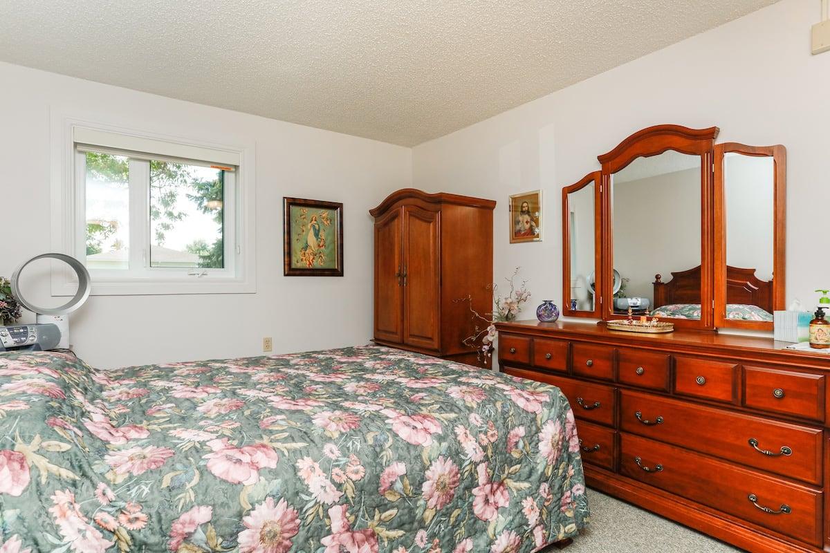 One bedroom suite (example 2) bedroom